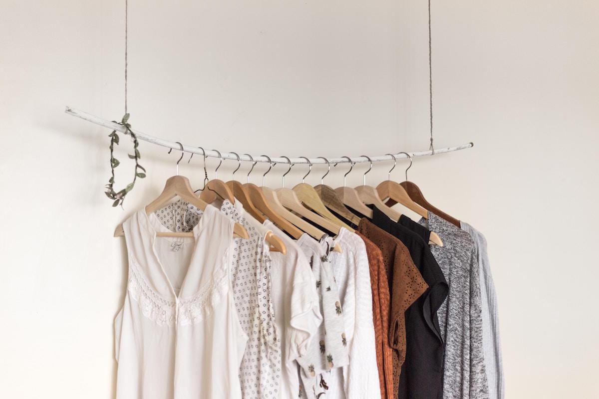capsule wardrobe, closet, clothing, fashion, minimalist, closet purge